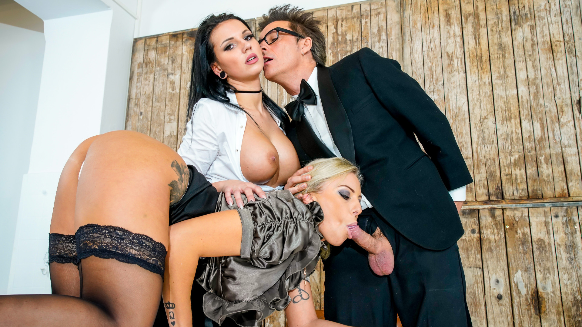 Office sex party Pt. 1 Mia Blow & Lilli Vanilli & Jolee Love & Conny Dachs